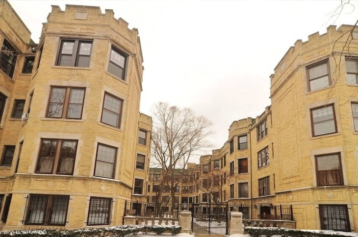 PHOTO - CHICAGO - 1215 W LUNT AVE - COURTYARD APARTMENTS - ROGERS PARK - EDITED FROM A REAL ESTATE IMAGE